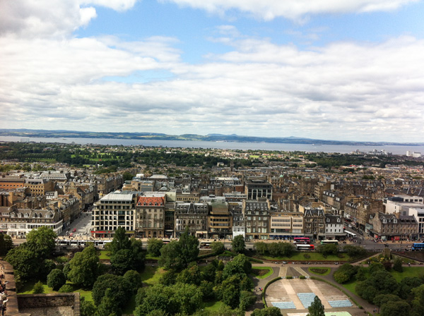Edinburgh-Blick-von-Edinburgh-Castle-Schottland-Sehenswuerdigkeiten