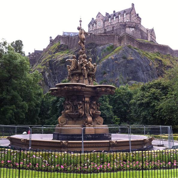 Edinburgh-Castle-Schottland-Sehenswuerdigkeiten