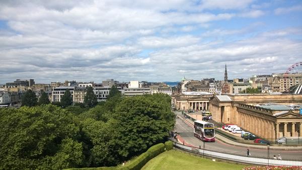 Edinburgh-Galerien-Hochbusse-Parks-Sehenswuerdigkeiten