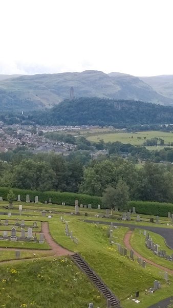 Sterling-Castle-Blick-auf-Berge-Wallace-Monument