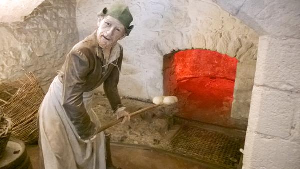 Sterling-Castle-Kueche-Figuren-Nachbildungen-Schottlandurlaub